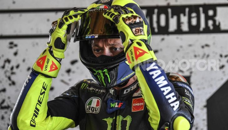 Valentino Rossi verso Misano con la sua Yamaha M1… per le strade di Tavullia! - Foto 39 di 39