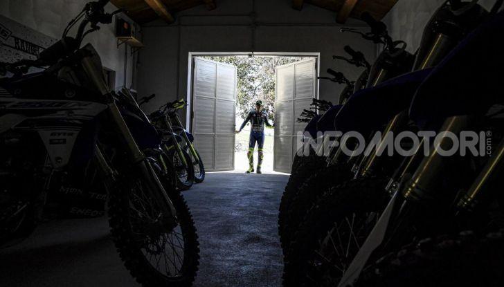 Valentino Rossi verso Misano con la sua Yamaha M1… per le strade di Tavullia! - Foto 11 di 39