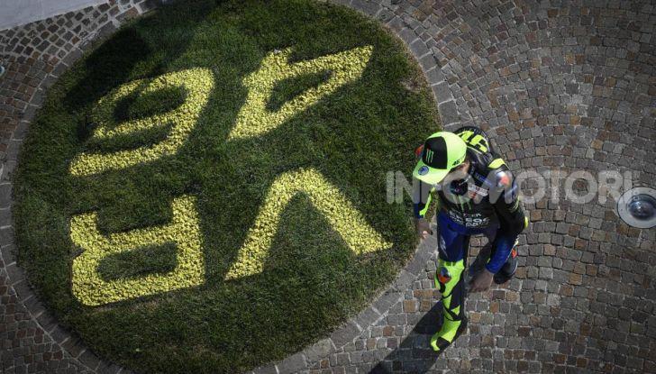 Valentino Rossi verso Misano con la sua Yamaha M1… per le strade di Tavullia! - Foto 22 di 39