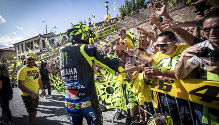 Valentino Rossi verso Misano con la sua Yamaha M1… per le strade di Tavullia! - Foto 8 di 39