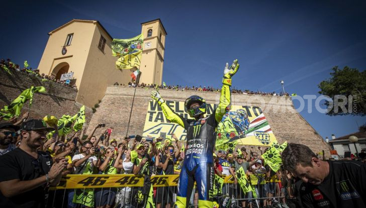 Valentino Rossi verso Misano con la sua Yamaha M1… per le strade di Tavullia! - Foto 12 di 39