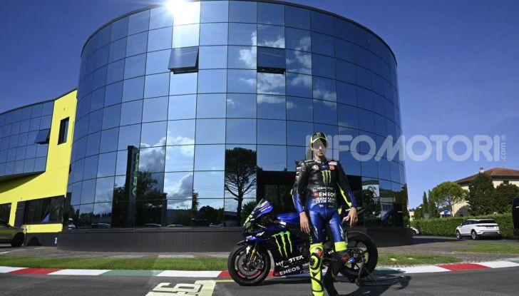 Valentino Rossi verso Misano con la sua Yamaha M1… per le strade di Tavullia! - Foto 21 di 39