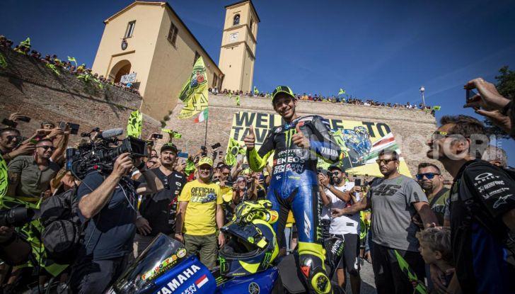 Valentino Rossi verso Misano con la sua Yamaha M1… per le strade di Tavullia! - Foto 9 di 39