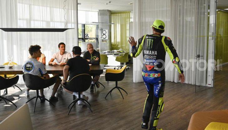 Valentino Rossi verso Misano con la sua Yamaha M1… per le strade di Tavullia! - Foto 20 di 39