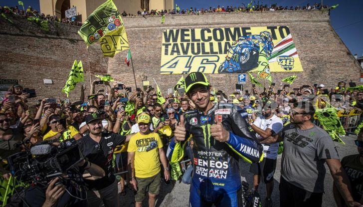 Valentino Rossi verso Misano con la sua Yamaha M1… per le strade di Tavullia! - Foto 4 di 39