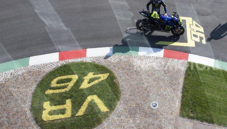 Valentino Rossi verso Misano con la sua Yamaha M1… per le strade di Tavullia! - Foto 19 di 39