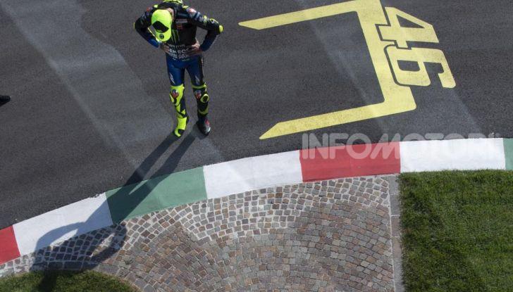 Valentino Rossi verso Misano con la sua Yamaha M1… per le strade di Tavullia! - Foto 17 di 39
