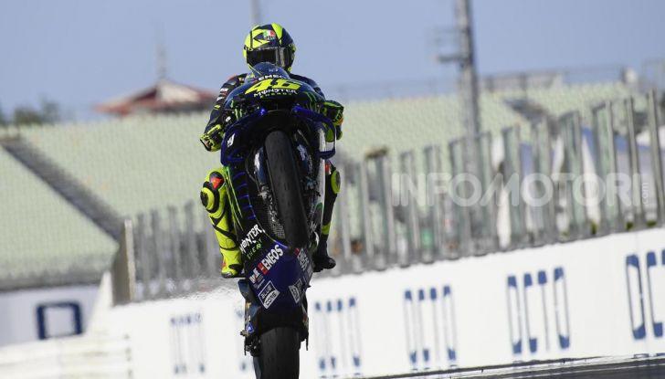 Valentino Rossi verso Misano con la sua Yamaha M1… per le strade di Tavullia! - Foto 14 di 39