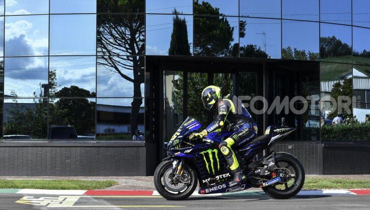 Valentino Rossi verso Misano con la sua Yamaha M1… per le strade di Tavullia! - Foto 38 di 39