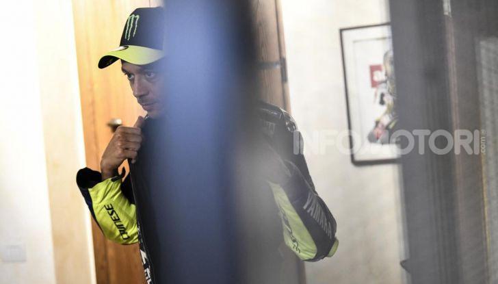 Valentino Rossi verso Misano con la sua Yamaha M1… per le strade di Tavullia! - Foto 35 di 39