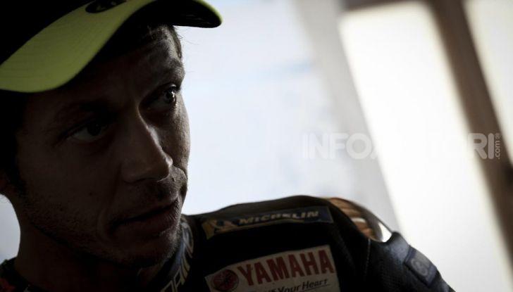 Valentino Rossi verso Misano con la sua Yamaha M1… per le strade di Tavullia! - Foto 34 di 39