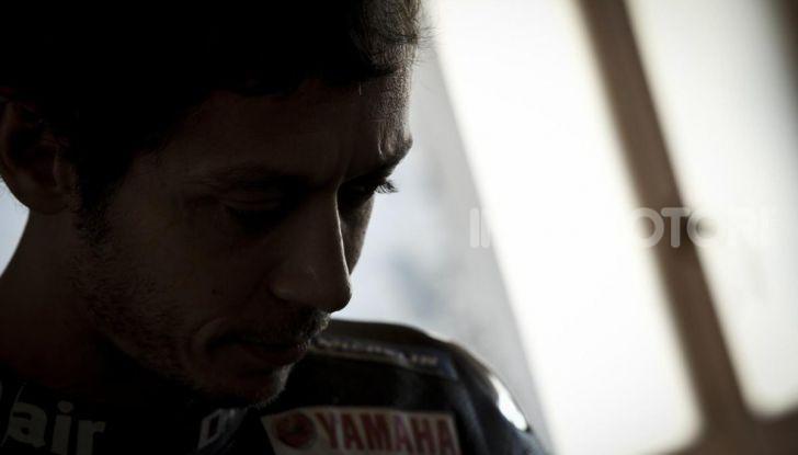 Valentino Rossi verso Misano con la sua Yamaha M1… per le strade di Tavullia! - Foto 33 di 39