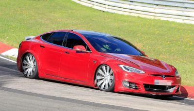Tesla Model S al Nurburgring: battuto il record della Porsche Taycan