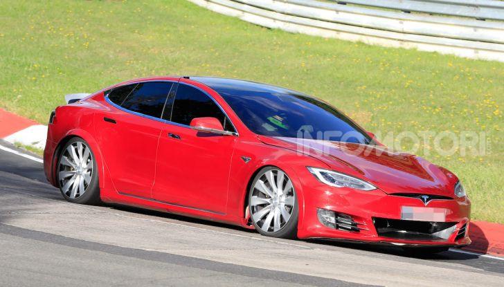 Tesla Model S al Nurburgring per battere il record della Porsche Taycan - Foto 5 di 35