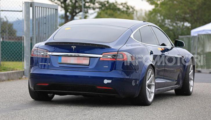Tesla Model S al Nurburgring per battere il record della Porsche Taycan - Foto 15 di 35