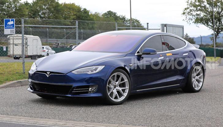 Tesla Model S al Nurburgring: battuto il record della Porsche Taycan - Foto 8 di 31