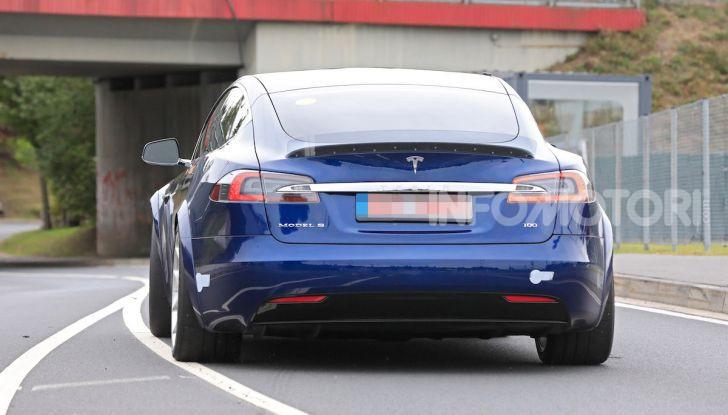 Tesla Model S al Nurburgring: battuto il record della Porsche Taycan - Foto 4 di 31