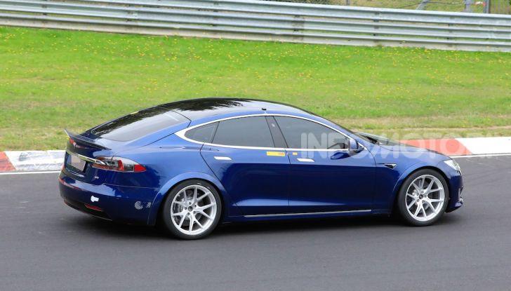 Tesla Model S al Nurburgring: battuto il record della Porsche Taycan - Foto 14 di 31
