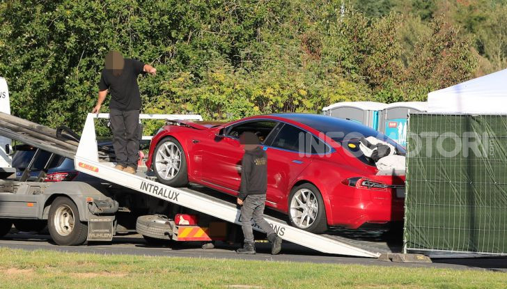 Tesla Model S al Nurburgring per battere il record della Porsche Taycan - Foto 24 di 35