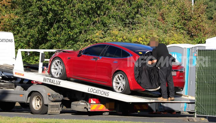 Tesla Model S al Nurburgring: battuto il record della Porsche Taycan - Foto 9 di 31