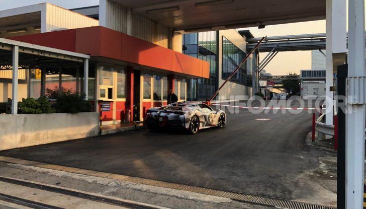 La Ferrari 488 Hybrid 2019 debutta a Maranello: 1.000CV di potenza ibrida - Foto 3 di 5