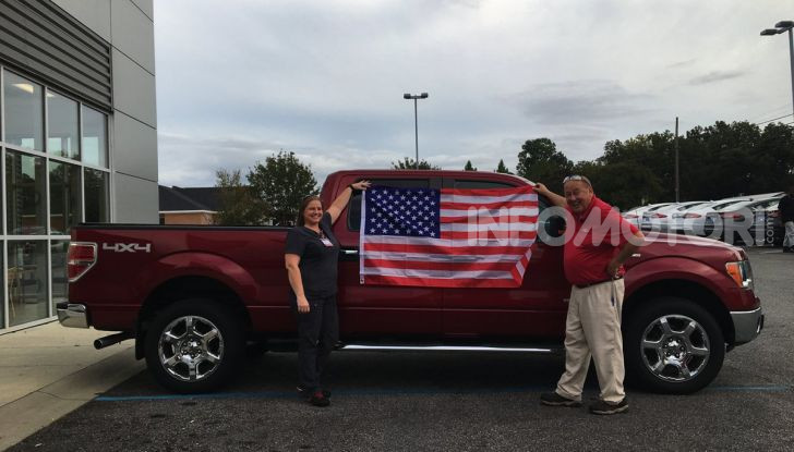 Ford negli USA: compri un'auto? gratis bibbia, pistola e bandiera americana - Foto 2 di 3