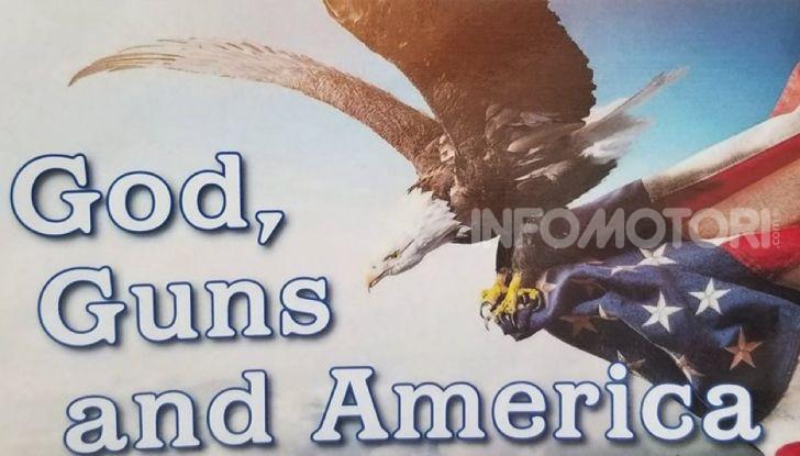 Ford negli USA: compri un'auto? gratis bibbia, pistola e bandiera americana - Foto 1 di 3