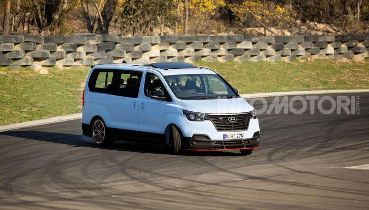 [VIDEO] Hyundai iMax N: il Van da 402CV e trazione posteriore - Foto 10 di 12