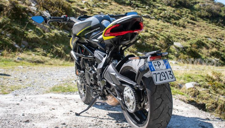 Prova MV Agusta Dragster 800 RR 2019: arte in movimento - Foto 6 di 47