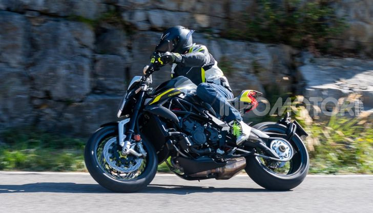 Prova MV Agusta Dragster 800 RR 2019: arte in movimento - Foto 34 di 47