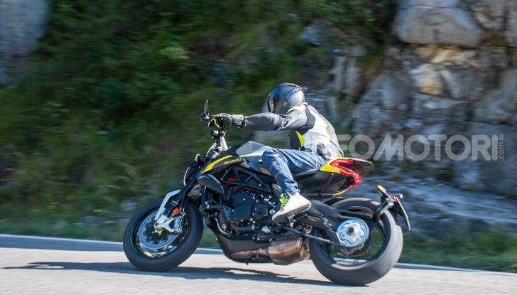 Prova MV Agusta Dragster 800 RR 2019: arte in movimento - Foto 35 di 47