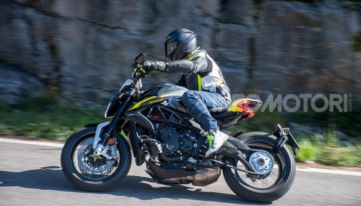 Prova MV Agusta Dragster 800 RR 2019: arte in movimento - Foto 42 di 47