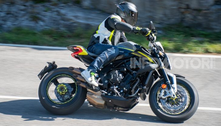 Prova MV Agusta Dragster 800 RR 2019: arte in movimento - Foto 45 di 47