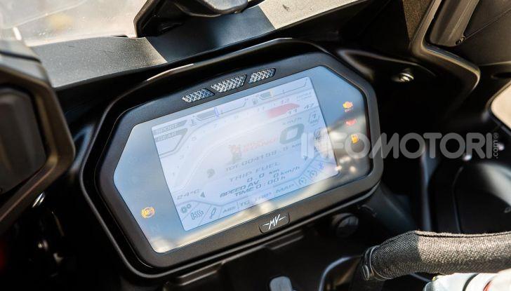 MV Agusta Turismo Veloce Lusso SCS, affilata come una Brutale, comoda come uno scooter - Foto 30 di 58