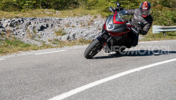 MV Agusta Turismo Veloce Lusso SCS, affilata come una Brutale, comoda come uno scooter - Foto 55 di 58