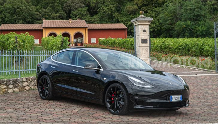 [VIDEO] Tesla Model S vs Tesla Model 3, il confronto: quale comprare? - Foto 4 di 14