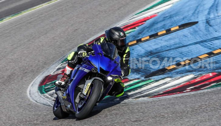 Prova Yamaha R1 ed R1M 2020, tante piccole novità per una moto quasi perfetta - Foto 13 di 38