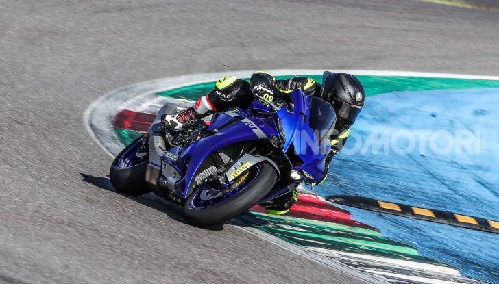 Prova Yamaha R1 ed R1M 2020, tante piccole novità per una moto quasi perfetta - Foto 15 di 38