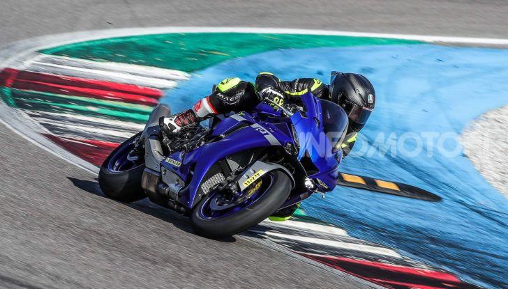 Prova Yamaha R1 ed R1M 2020, tante piccole novità per una moto quasi perfetta - Foto 16 di 38