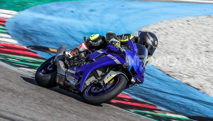 Prova Yamaha R1 ed R1M 2020, tante piccole novità per una moto quasi perfetta - Foto 17 di 38