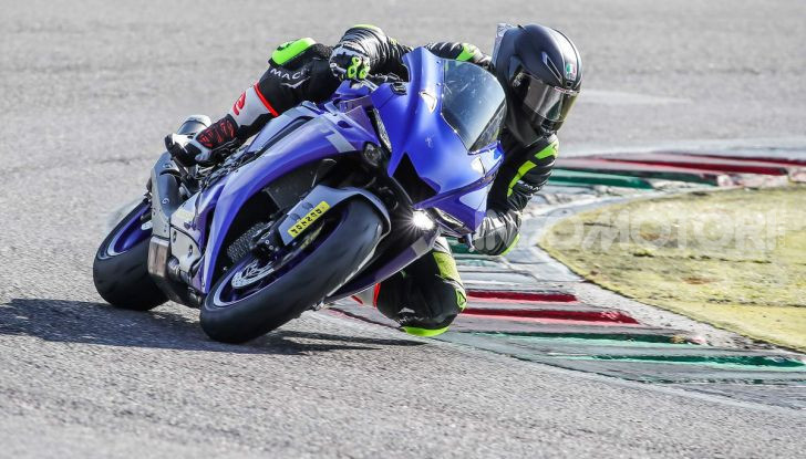 Prova Yamaha R1 ed R1M 2020, tante piccole novità per una moto quasi perfetta - Foto 26 di 38