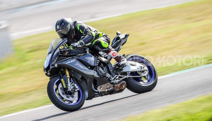 Prova Yamaha R1 ed R1M 2020, tante piccole novità per una moto quasi perfetta - Foto 33 di 38