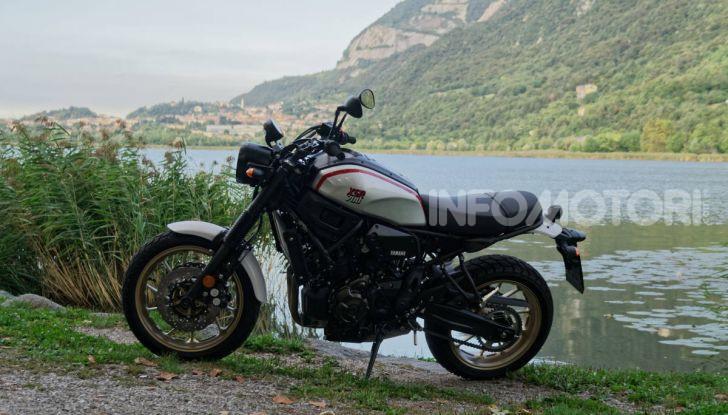 Prova Yamaha XSR 700 XTribute, la Sport Heritage omaggia l'XT di Rambo - Foto 36 di 37