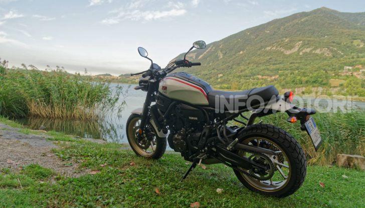 Prova Yamaha XSR 700 XTribute, la Sport Heritage omaggia l'XT di Rambo - Foto 16 di 37