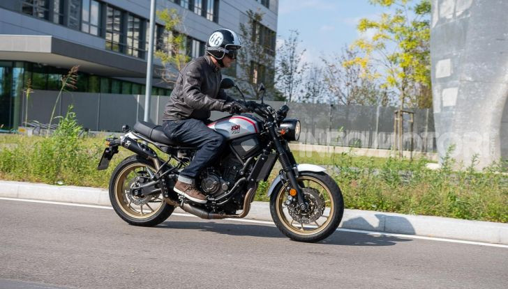 Prova Yamaha XSR 700 XTribute, la Sport Heritage omaggia l'XT di Rambo - Foto 9 di 37