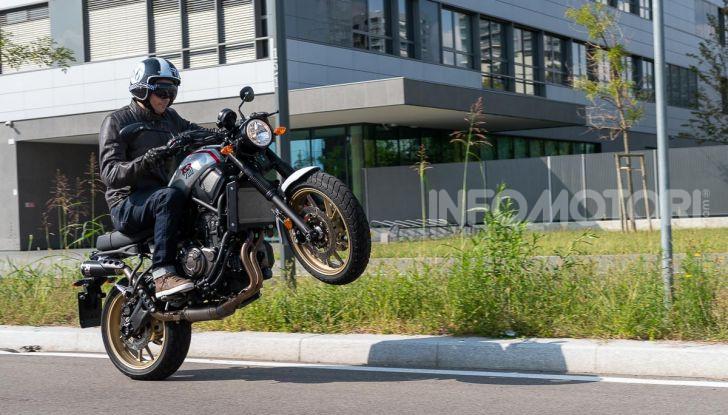 Prova Yamaha XSR 700 XTribute, la Sport Heritage omaggia l'XT di Rambo - Foto 10 di 37