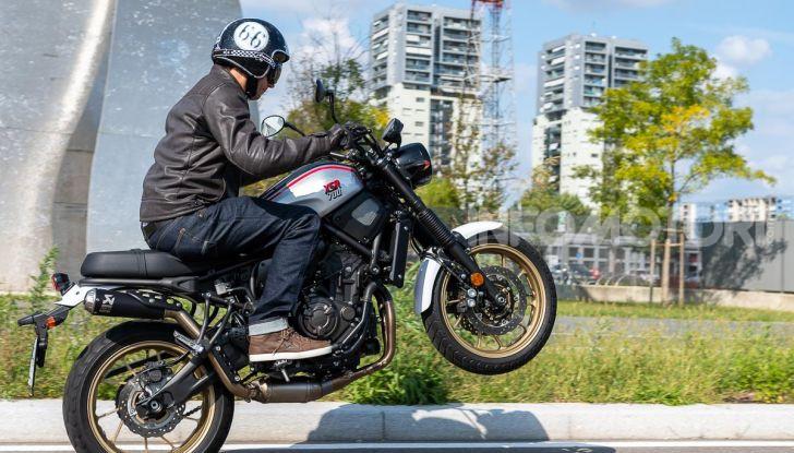Prova Yamaha XSR 700 XTribute, la Sport Heritage omaggia l'XT di Rambo - Foto 5 di 37