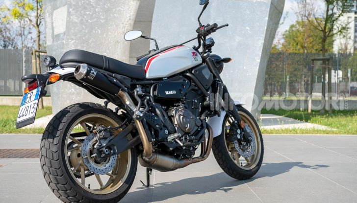 Prova Yamaha XSR 700 XTribute, la Sport Heritage omaggia l'XT di Rambo - Foto 3 di 37