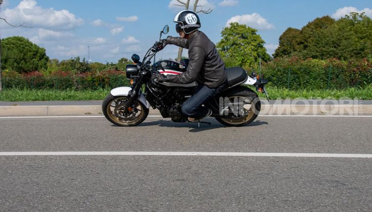 Prova Yamaha XSR 700 XTribute, la Sport Heritage omaggia l'XT di Rambo - Foto 2 di 37