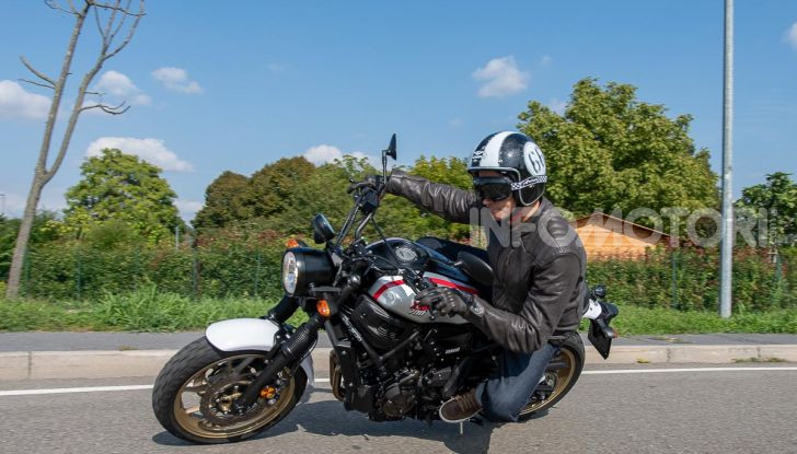 Prova Yamaha XSR 700 XTribute, la Sport Heritage omaggia l'XT di Rambo - Foto 1 di 37